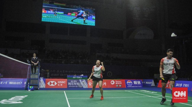 Praveen/Melati akhirnya memastikan langkah Indonesia ke semifinal Piala Sudirman 2019 setelah menang 21-17 dan21-15 atas Wang Chi-Lin/Hsieh Pei Shan. (CNN Indonesia/Putra Permata Tegar Idaman)