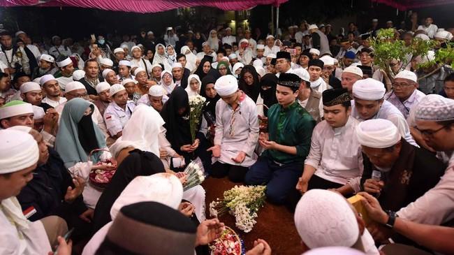 MuhammadArifin Ilham dimakamkan di halaman Pondok Pesantren Az-Zikra Gunung Sindur, Kabupaten Bogor, Jawa Barat yang didirikannya. (Detikcom/Noel)