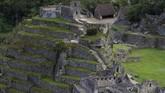 Untuk mengurainya, kawasan situs warisan dunia UNESCO itu menerapkan aturan tentang tiket agar jumlah wisatawan bisa terkontrol.