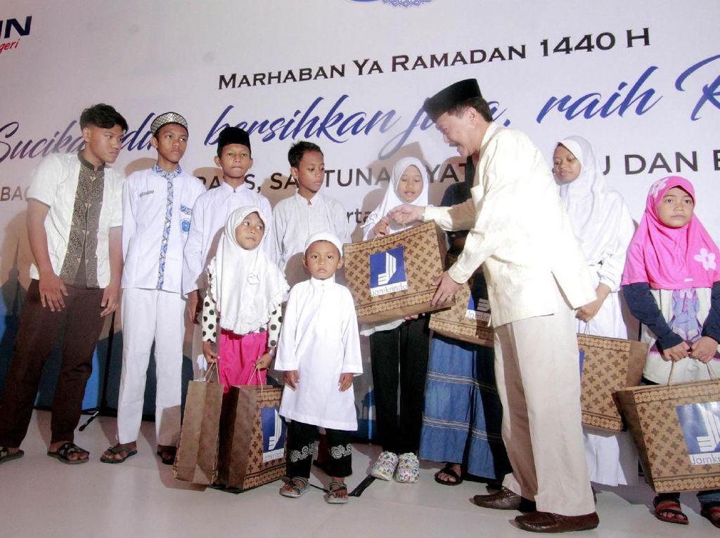 Pemberian Santunan untuk Yatim dan Sembako Gratis