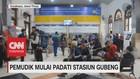 VIDEO: Pemudik Mulai Padati Stasiun Gubeng