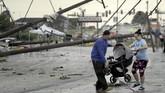 Tak lama setelahnya, dua orang tewas di Oklahoma akibat kecelakaan karena jalan licin setelah hujan. (AP Photo/Charlie Riedel)