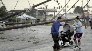 FOTO: Kala Cuaca Buruk Tewaskan Tujuh Orang di Amerika