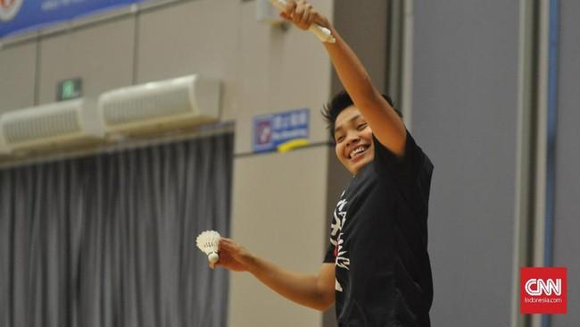 Tawa terkadang berasal dari gaya pemain yang menjadi kaku lantaran tak terbiasa bermain dengan tangan kiri. (CNNIndonesia/ Putra Permata Tegar Idaman)