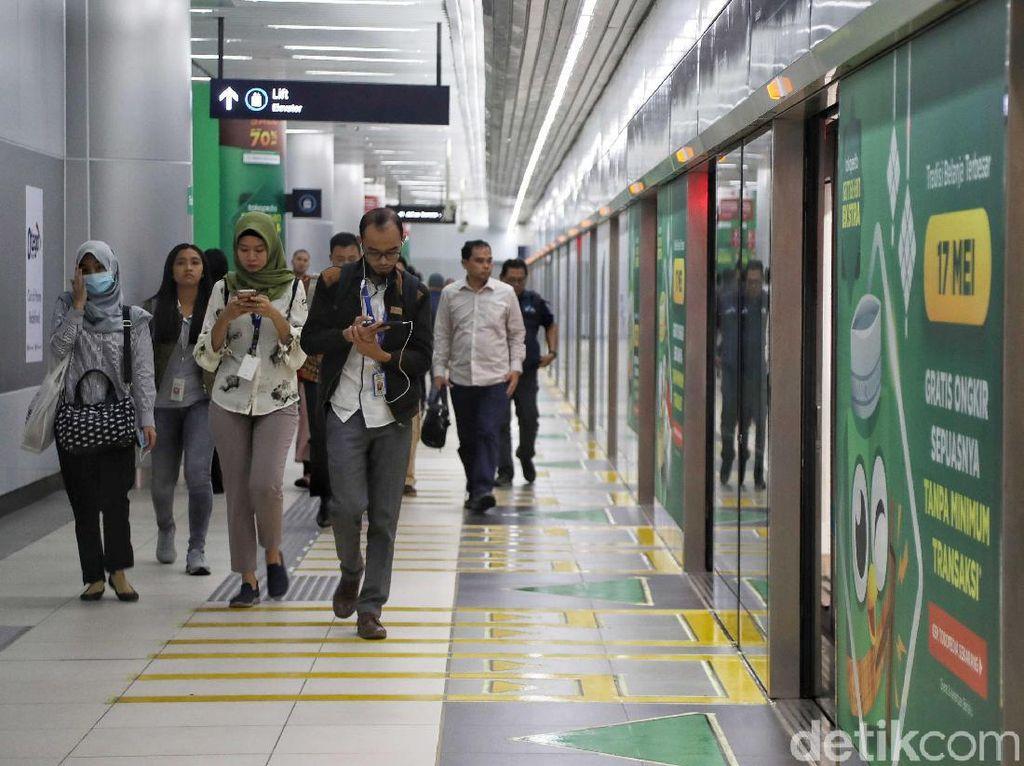 Hari ini, Jumat (24/5/2019), MRT kembali beroperasi secara normal dengan rute dari Stasiun Lebak Bulus-Stasiun Bundaran HI dan sebaliknya.