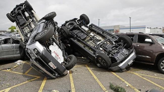 Gubernur Missouri, Mike Parson, mengatakan bahwa hingga saat ini, setidaknya 20 orang dirawat di rumah sakit. (AP Photo/Charlie Riedel)