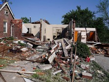 Disapu Tornado, Kota di AS Ini Porak-poranda