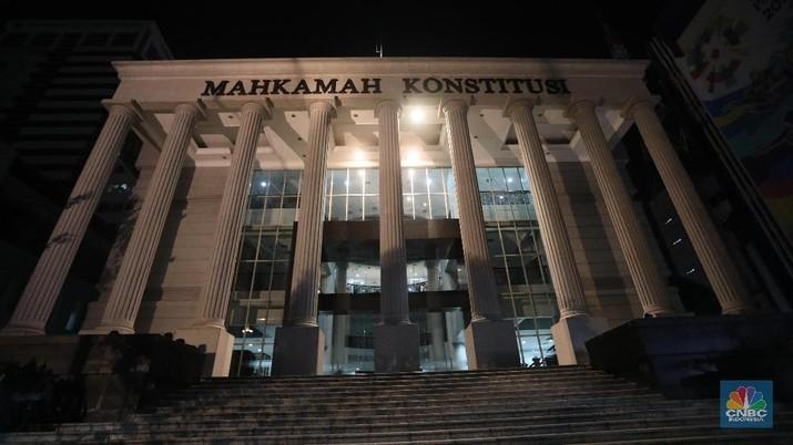 Foto/Ilustrasi Foto Gedung Mahkamah Konstitusi Malam Hari/Muhammad Sabki/CNBC Indonesia