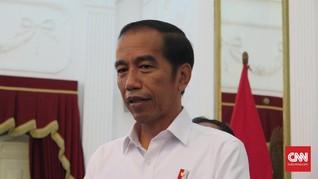Ajak Cucu, Jokowi Bagikan Ribuan Paket Sembako di Yogyakarta