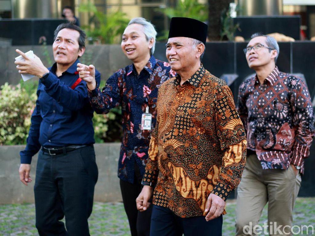 Selain Wakil Ketua Saut Situmorang, acara buka puasa bersama ini juga dihadiri oleh Alexander Marwata.