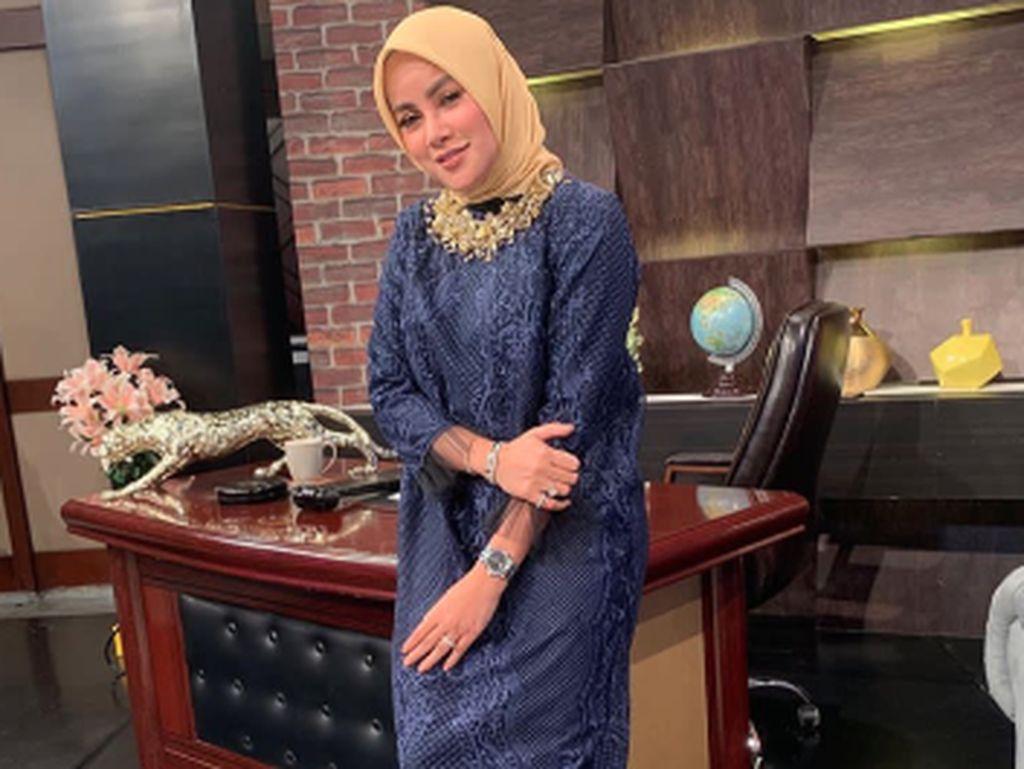 Didoakan Istiqomah, Ini Gaya Hijab Olla Ramlan