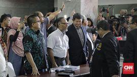 Tim Hukum Prabowo Tambah Berkas ke MK di Detik-detik Akhir