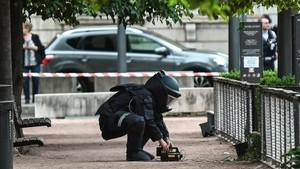 FOTO: Prancis Geger Akibat Bom Koper