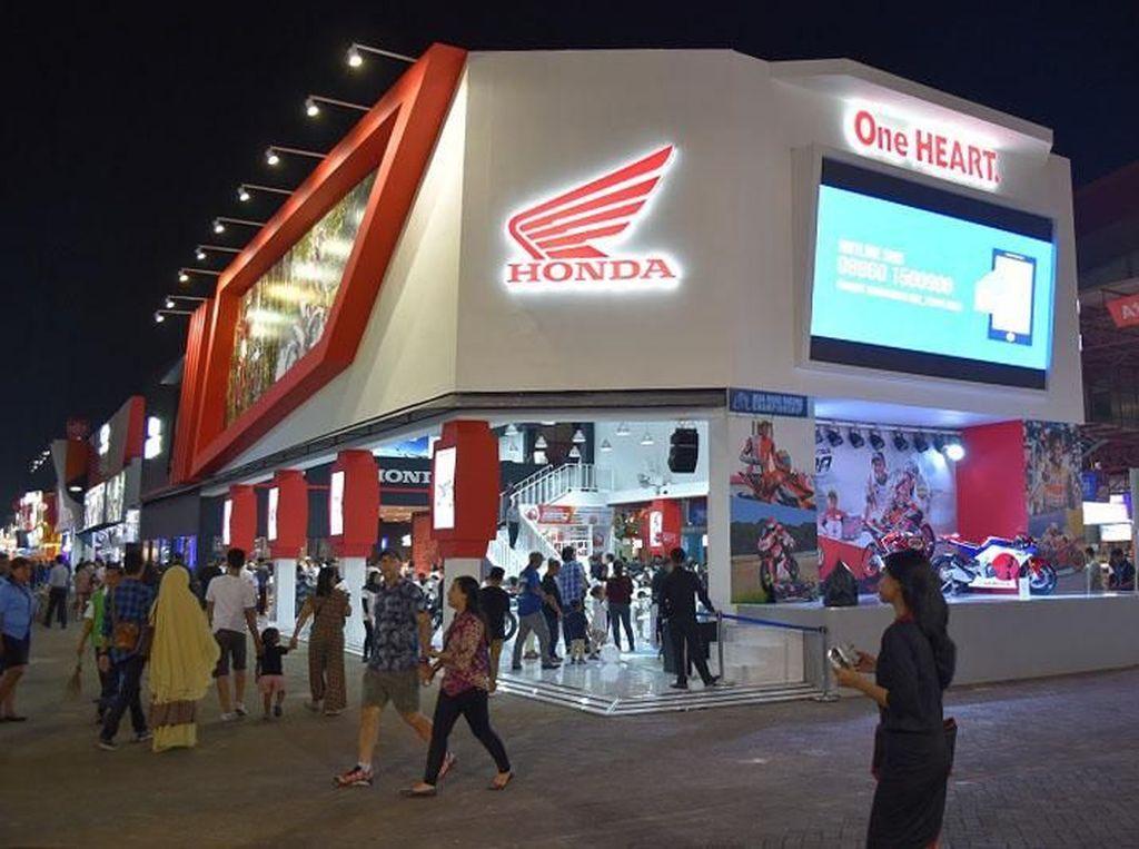 Potret booth Honda di pameran Jakarta Fair Kemayoran yang berlangsung sejak 22 Mei Hingga 30 Juni mendatang. Istimewa/Dok. Wahana Makmur Sejati.