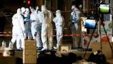 Mereka merilis foto terduga pelaku. Dalam foto itu, pelaku memakai celana pendek berwarna cerah dengan atasan lengan pendek gelap. (Reuters/Emmanuel Foudrot)