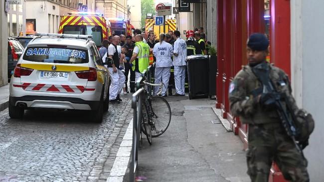 Pria itu tertangkap kamera pengawas mengendarai sepeda di dekat lokasi tak lama sebelum bom meledak. (AFP Photo/Philippe Desmazes)