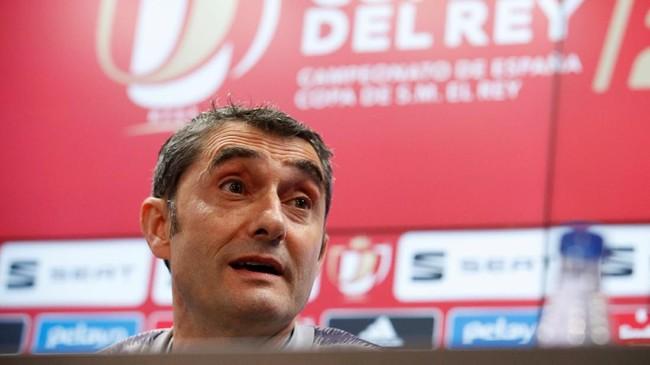 Konferensi pers yang digelar di Ciutat Esportiva Joan Gamper, tempat latihan Barcelona, juga dihadiri pelatih Ernesto Valverde yang digosipkan akan didepak setelah gagal meraih gelar Liga Champions. (REUTERS/Albert Gea)