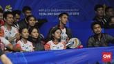 Sejumlah pemain Indonesia yang harap-harap cemas melihat rekan-rekannya bertanding di lapangan. (CNN Indonesia/Putra Permata Tegar)