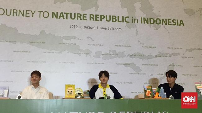 Ke Indonesia, Personel 'EXO' Kepincut Batik dan Nasi Goreng