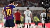 Lionel Messi terlihat kecewa setelah Barcelona dikalahkan Valencia 1-2. Barcelona gagal mempertahankan gelar Copa del Rey yang sudah direbut sejak musim 2014/2015. (JOSE JORDAN / AFP)