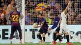Lionel Messi baru mampu mencetak gol untuk Barcelona pada menit ke-73. Namun, gol Messi tidak mampu menghindari Barcelona dari kekalahan. (REUTERS/Marcelo del Pozo)