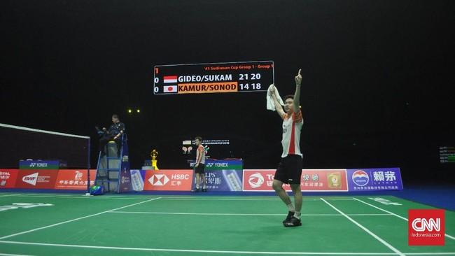 Kevin/Marcus menyudahi laga dengan kemenangan 21-14 dan 21-18 sekaligus membuat Indonesia memimpin 1-0. (CNN Indonesia/Putra Permata Tegar)