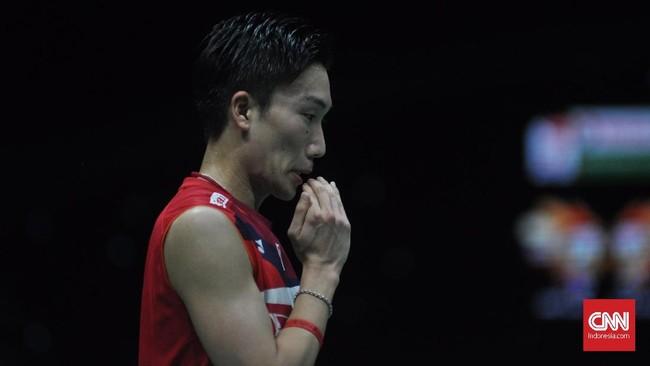 Kento Momota beberapa kali terlihat kesulitan menghadapi pola permainan Anthony Ginting. (CNN Indonesia/Putra Permata Tegar)