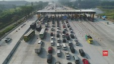 VIDEO: Antrean di Gerbang Tol Cikampek Utama Meningkat