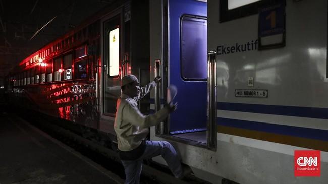 Kereta Luxury 2 juga dirangkaikan pada KA Taksaka rute Gambir-Yogyakarta PP dan KA Gajayana rute Gambir-Malang PP. (CNN Indonesia/ Hesti Rika)