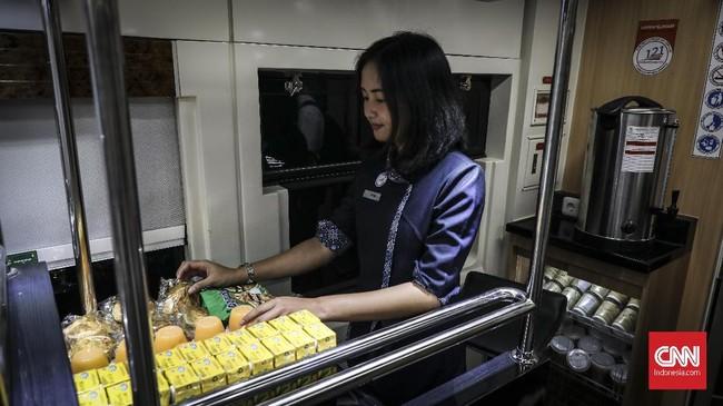 Kereta Luxury 2 dilengkapi dengan minibar di area restauran. (CNN Indonesia/ Hesti Rika)