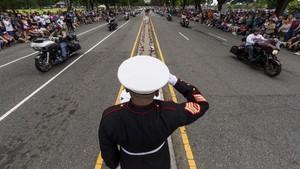 FOTO: Konvoi Pengendara Motor Hormati Veteran Perang AS