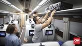 Jumlah tempat duduk kereta Luxury 2 berjumlah 26 kursi, lebih banyak dibanding kereta generasi sebelumnyayang hanya 18 kursi. (CNN Indonesia/ Hesti Rika)