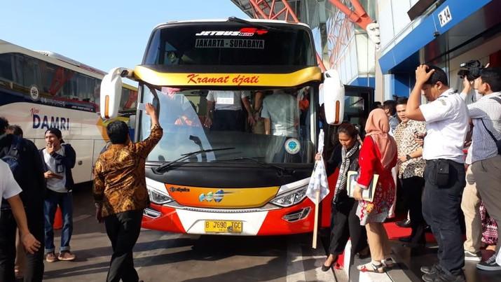 Jalur paling cepat untuk mencapai Yogyakarta tanpa hambatan adalah melalui udara.