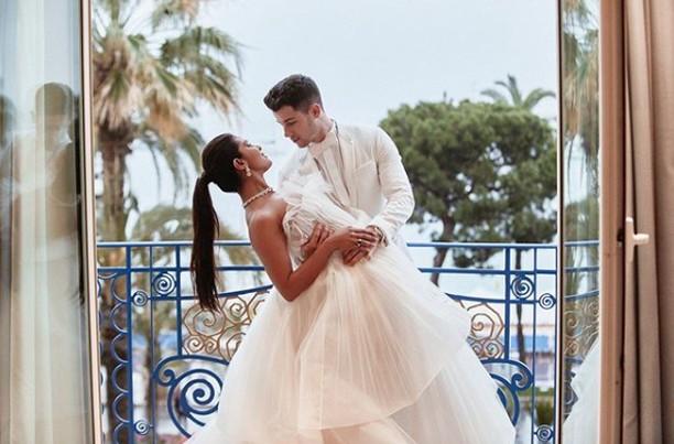 Happy Anniversary! Ini Kado Istimewa Nick Jonas untuk Priyanka Chopra