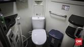Kereta Luxury 2 yang diluncurkan menjelang mudik Lebaran 2019 dilengkapi pula dengan toilet duduk di gerbongkereta. (CNN Indonesia/ Hesti Rika)