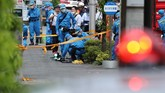 Sebanyak 12 siswi sekolah dasar Katolik swasta dan tiga orang dewasa menjadi korban terluka dalam penikaman massal di Kawasaki, Jepang, pada Selasa (28/5) pagi. (Photo by JIJI PRESS / JIJI PRESS / AFP / Japan)
