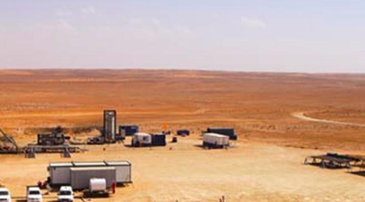 Harga minyak mentah global masih merangkak naik akibat kondisi di Timur Tengah yang masih panas.