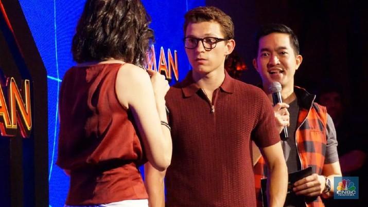 Gaya Tom Holland 'Spiderman', Hampir Keceplosan Saat Promosi