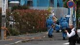 Insiden terjadi pada pagi hari ketika halte dan stasiun kereta tengah ramai oleh calon penumpang. (Photo by Behrouz MEHRI / AFP)