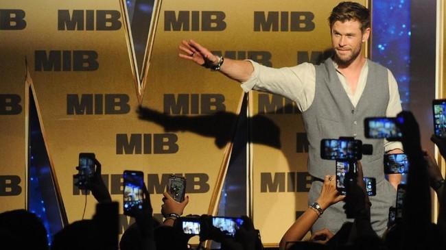 Bukan hanya Tom Holland, aktor Chris Hemsworth juga melakukan penggalangan dana sebagai bagian dari promosi film terbarunya, 'Men in Black: International'. (ANTARA FOTO/Fikri Yusuf)
