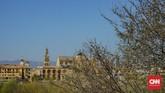Tampak Mezquita Cordoba dari sisi lain Kota Cordoba yang dipisahkan oleh Sungai Guadalquivir.