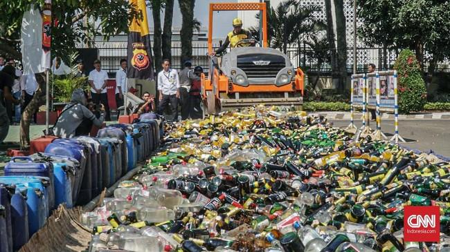 Dirjen Bea dan Cukai Heru Pambudi menyatakan barang yang dimusnahkan berasal dari penindakan tim di lapangan selama kurun waktu 2017-2019. (CNN Indonesia/Bisma Septalisma)