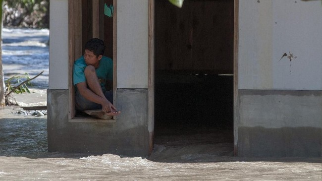 Banjir bandang menerjang sejumlah desa di Kecamatan Gumbasa, Kabupaten Sigi, Sulawesi Tengah, Selasa (28/5). (ANTARA FOTO/Basri Marzuki/wsj).