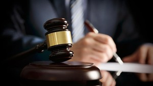 Pistol Barang Bukti Meletus di Persidangan, Jaksa Kena Tembak