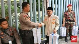 Bagi Takjil ke Aparat, Pemuda Muhammadiyah Minta Hargai Hukum