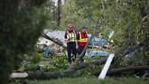 Jeffrey Hazel selaku Wali Kota Celina, Ohio, mengatakan bahwa korban yang tewas akibat tornado ini adalah seorang pria berusia 81 tahun. (AP Photo/John Minchillo)