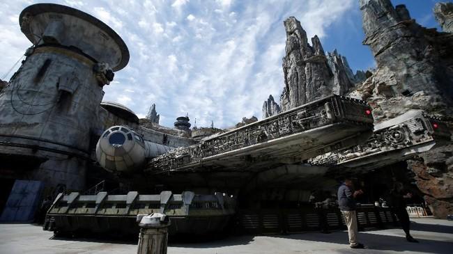 Menurut bos Disney Bob Iger, taman bermain serupa juga akan dibikin di luar Amerika Serikat. Namun hingga saat ini ia belum menentukan di mana lokasinya. (REUTERS/Mario Anzuoni)