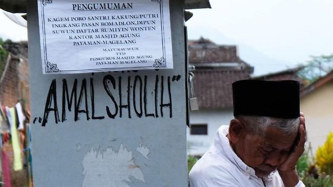 Para santri biasanya kembali ke rumah untuk mempersiapkan Hari Raya Idul Fitri pada hari ke 21 bulan Ramadan. (ANTARA FOTO/Anis Efizudin)