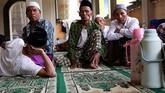 Di pondok khusus untuk para lansia tersebut semua santrinya berumur di atas 60 tahun. (ANTARA FOTO/Anis Efizudin)