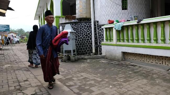 Para santri berasal dari berbagai daerah di seluruh Indonesia,antara lain dari Kalimantan, Sumatera, Papua serta dari beberapa kota di pulau Jawa seperti Jakarta, Bandung, Yogyakarta dan Bogor. (ANTARA FOTO/Anis Efizudin)